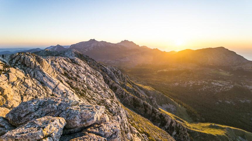Aussicht auf Berge und Landschaften in der Serra de Tramuntana auf Mallorca