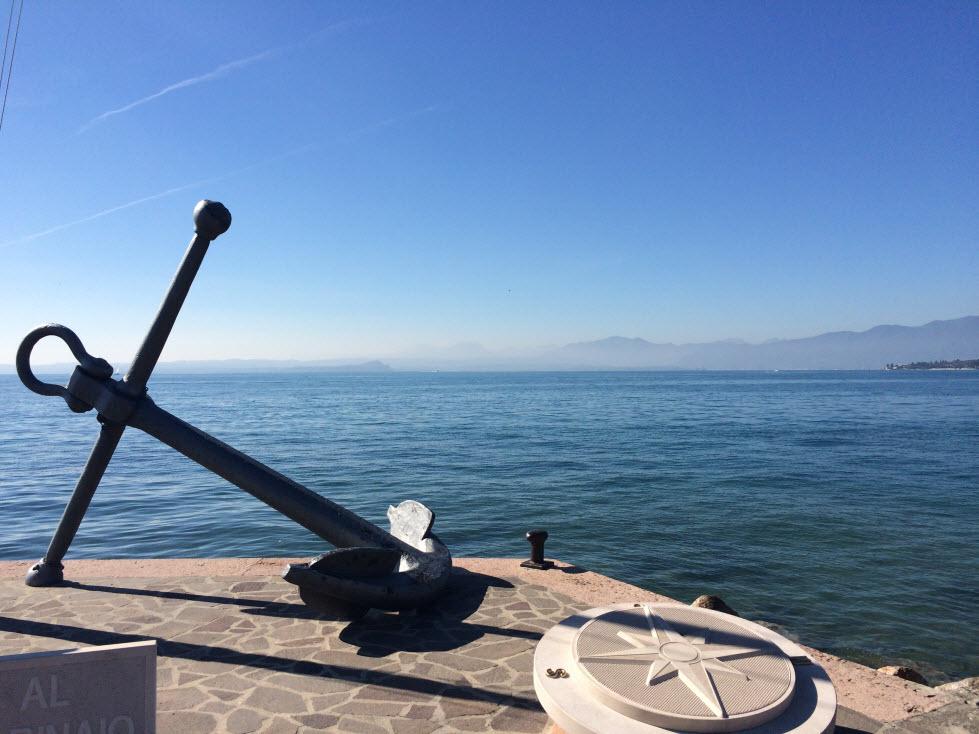 Blick auf den Gardasee vom Ufer